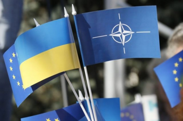 UKRAINE SHOULD HOLD A REFERENDUM ON MEMBERSHIP IN NATO AND THE EU
